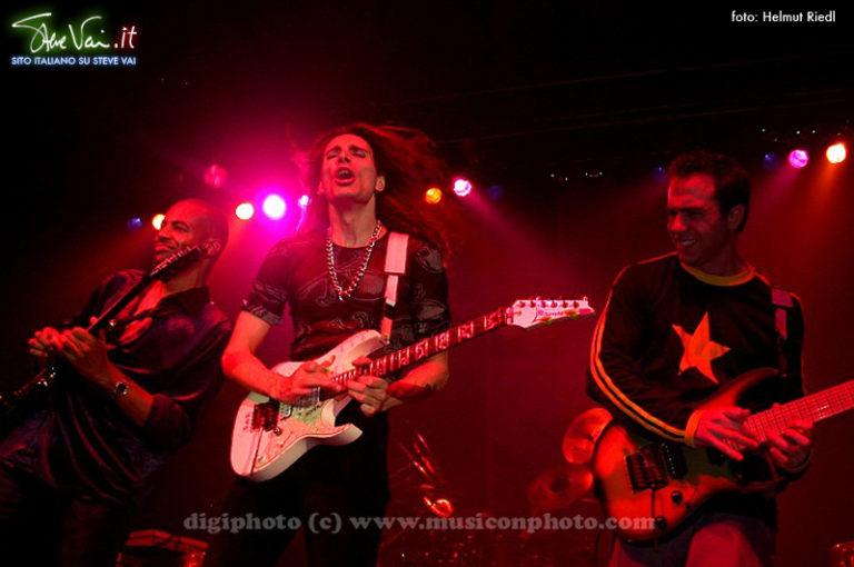 Steve Vai Vienna Alive in an ultra World Tour