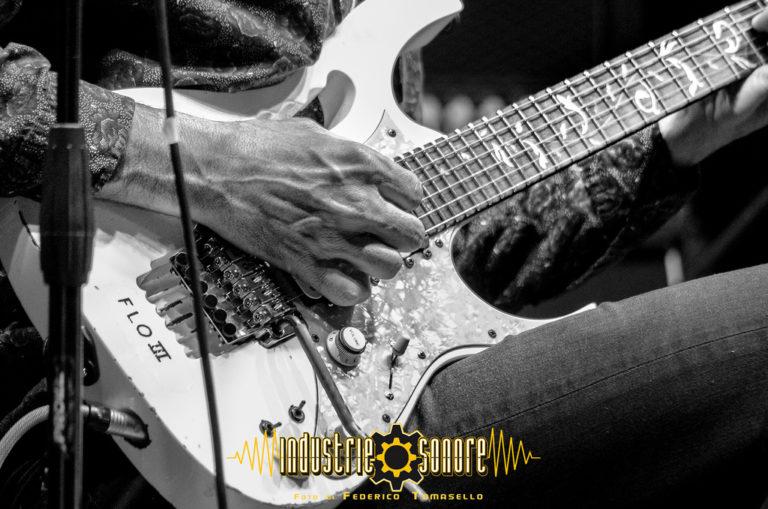 steve vai alien guitar secrets isola liri