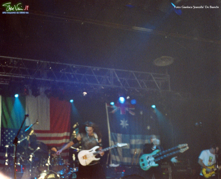Steve Vai nonantola alive in an ultra world tour